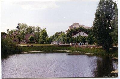 Bauska. Pilsētas ainava ar dīķi