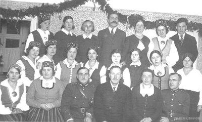 Pastendes pagasta vadītāji ar pašdarbnieku teātra dalībniekiem