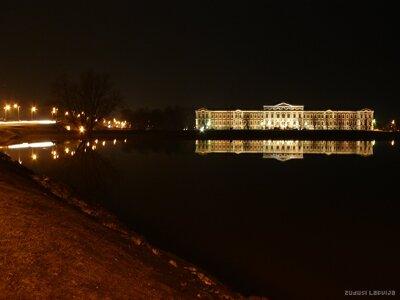 Jelgavas pils un Lielupes tilts naktī
