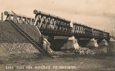Koka tilts pār Aivieksti