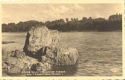 Klints bluķi Daugavas krastā pie Pļaviņām