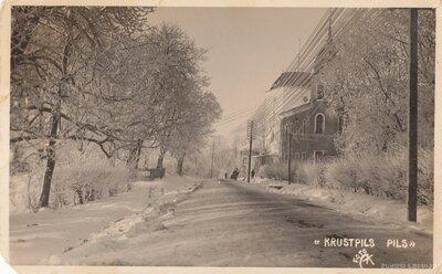 Krustpils pils pie Rīgas ielas ziemā
