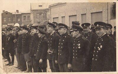 Jēkabpils ugunsdzēsēju biedrības biedru parāde Jēkabpilī Tirgus laukumā
