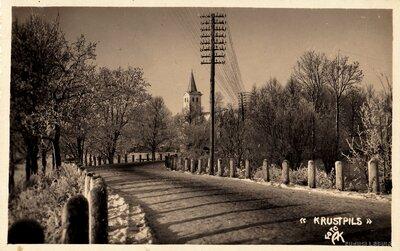 Krustpils. Rīgas iela un Krustpils evanģēliski luteriskā baznīca