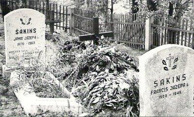 Latviešu strēlnieku Šakinu kapu pieminekļi