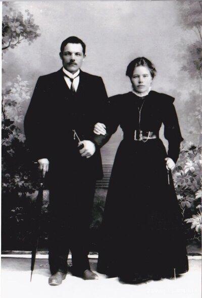 Limbaži. Jānis Briksnis ar kundzi Amāliju