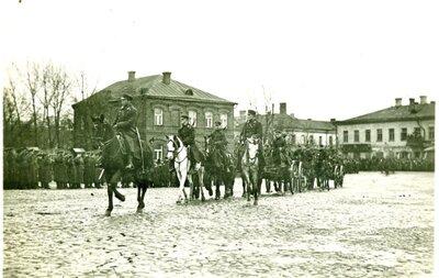 Daugavpils. Latvijas armijas parāde