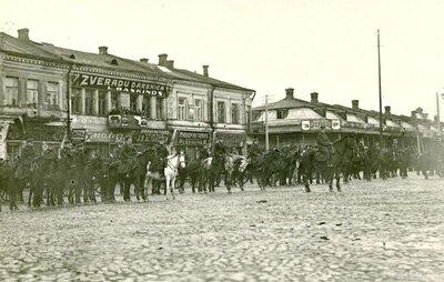 Daugavpils. Latvijas armijas vienības parāde