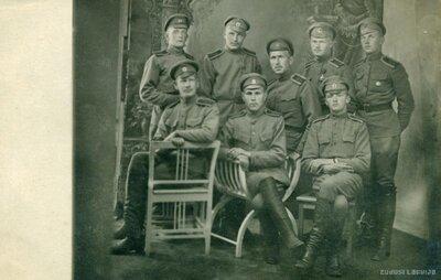 Karavīru grupas fotogrāfija