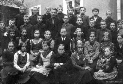 Vietalvas II pakāpes pamatskolas skolēni un skolotāji
