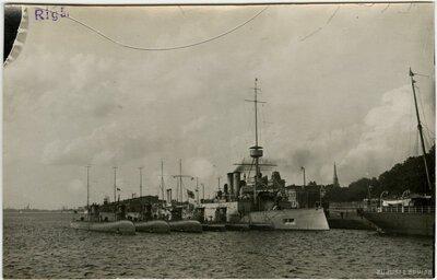 Rīga. Kara kuģi Daugavā
