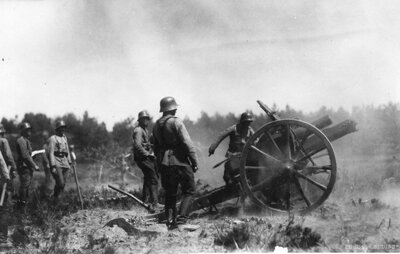 Latvijas armijas artilēristi mācībās