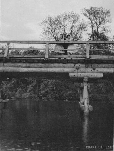 Straupe. Melnais tilts