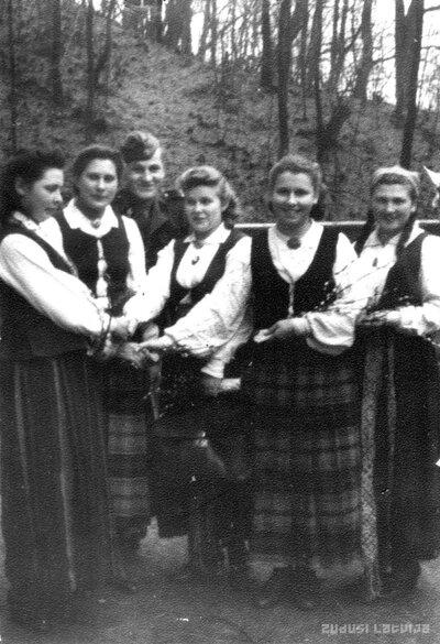 Ārlavas pagasta jaunatnes pulciņa dalībnieces