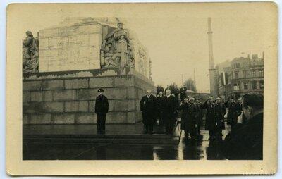 Parāde pie Brīvības pieminekļa 1936. gada 18. novembrī