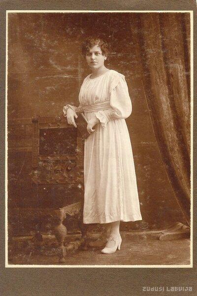Olga Leontīne Činkurs. Iesvētību fotogrāfija