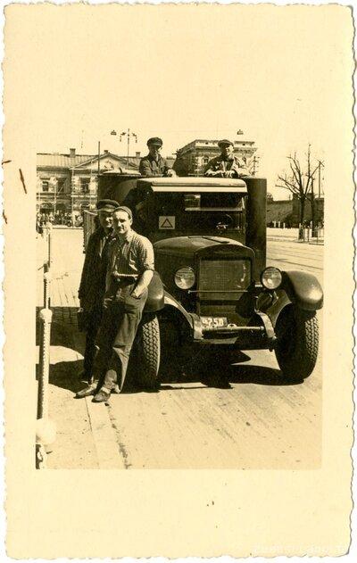 Rīga. Kravas auto pie Rīgas dzelzceļa stacijas