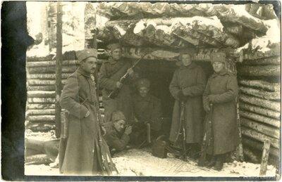 8.Valmieras latviešu strēlnieku pulka ložmetēju komandas strēlnieki pozīcijās