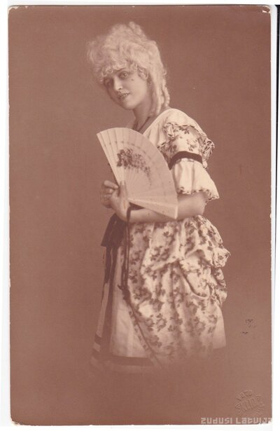 Olga Leontīne Činkurs karnevālā