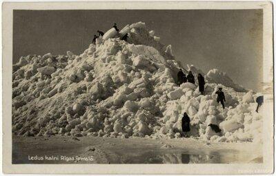 Ledus kalni Rīgas jūrmalā
