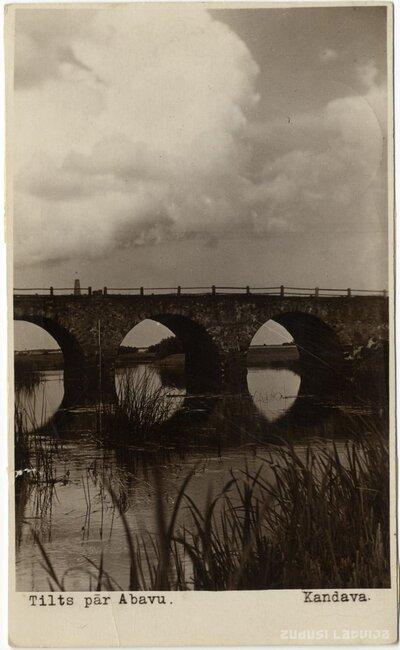 Kandava. Tilts pār Abavu