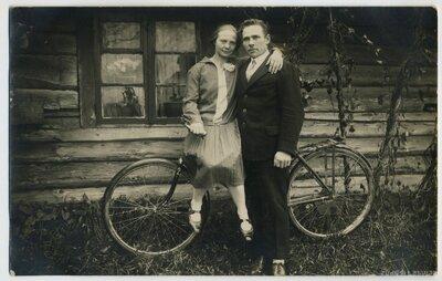 Zelma Voldiņ un Jēkabs Grigors Pociema muižā