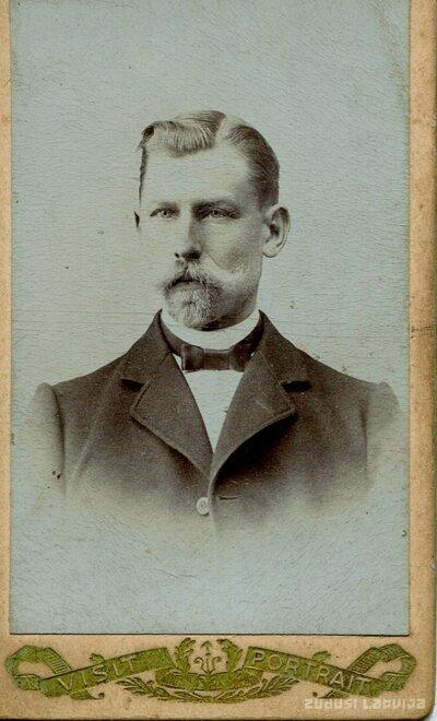 Neatpazīta vīrieša portrets
