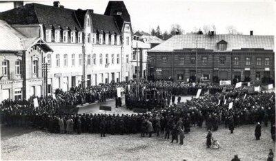 Oktobra revolūcijas dienas mītiņš Smiltenē 1940. gadā