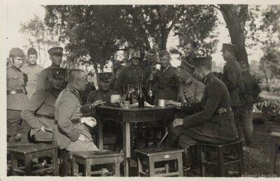 Daugavpils. Latvijas armijas karavīri maltītes laikā