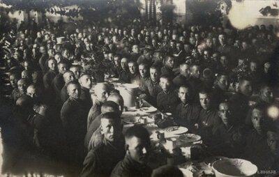Daugavpils. Karavīri maltītes laikā