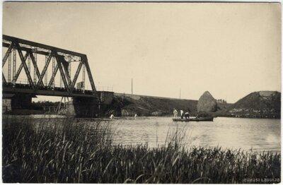 Juglas kanāls. Zveja pie dzelzceļa metāla tilta