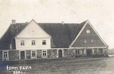 Ezeres pasta ēka