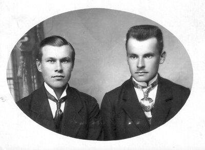 Talsenieki Teodors Insbergs un akmeņkaļa dēls Gustavs Beļinka
