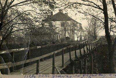 Limbaži. Tilts pāri gravai no Limbažu luterāņu baznīcas pie Mazezera