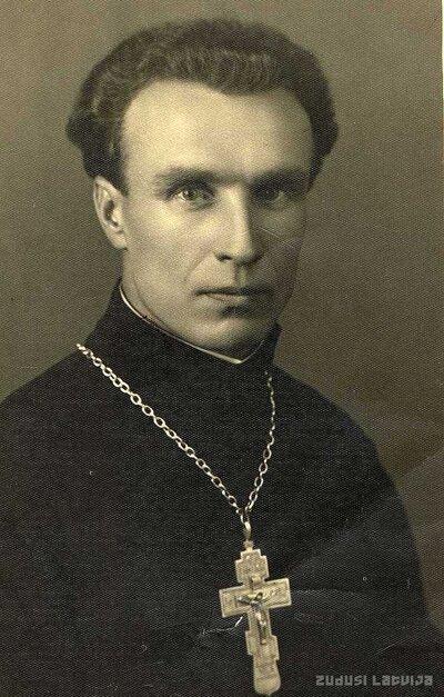 Arhibīskaps Jānis Garklāvs pēc teoloģijas semināra beigšanas