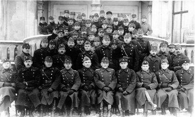 Valkas apriņķa 7. aizsargu pulka apmācību dalībnieki pie Siguldas 7. kājnieku pulka štāba