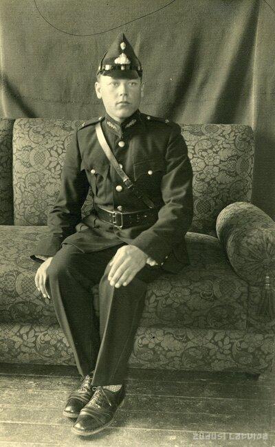 Jānis Īlenāns Aizsargu organizācijas formas tērpā