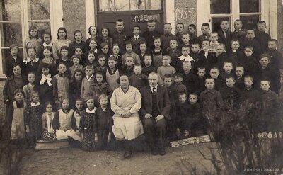 Staiceles pagasts. Rozēnu skolas skolēni un skolotāji