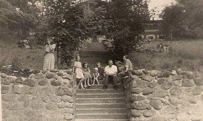 Staiceles pagasts. Kāpnes uz Vīķu muižas ēku
