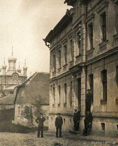 Limbažu valsts vidusskolas ēka Klostera ielā