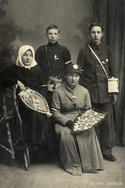 Limbažu Saviesīgās biedrības ziedojumu vācēji