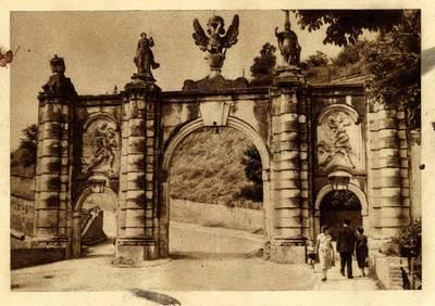 Alba Iulia [material iconografic] : Intrarea la Cetate