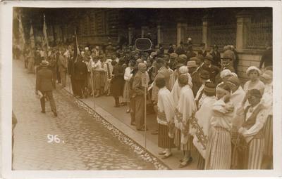 7. Vispārējie Dziesmu svētki Rīgā / Koru pulcēšanās pirms svētku gājiena J. Alunāna ielā