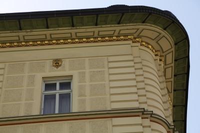 Hribar House, Ljubljana, Corner strips on exterior