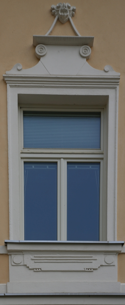 Vila Rothel Schleimer, Kočevje, Window with decoration