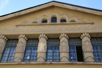 Sokol Gymnastic Society's Hall, Ljubljana, Windows with pillars