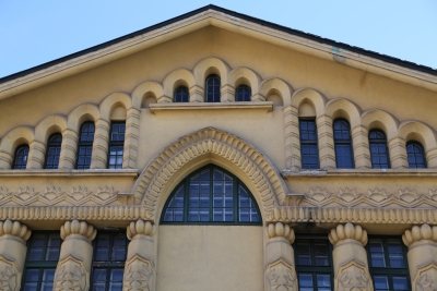 Sokol Gymnastic Society's Hall, Ljubljana, Windows and pillars