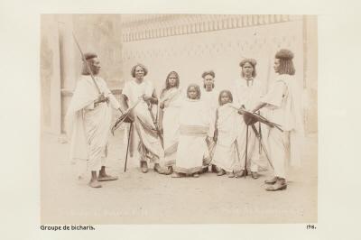 Fotografi. Grupp ur bicharifolket. Egypten.