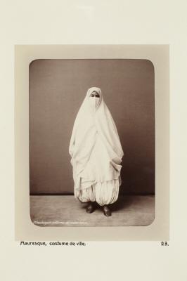 Fotografi. Morisk kvinna i stadsdräkt. Algeriet.