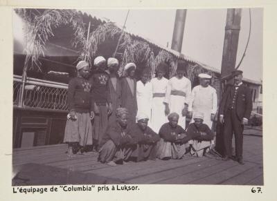 Fotografi. Besättningen på ångfartyget Columbia. Fotot är taget i Luxor, Egypten.